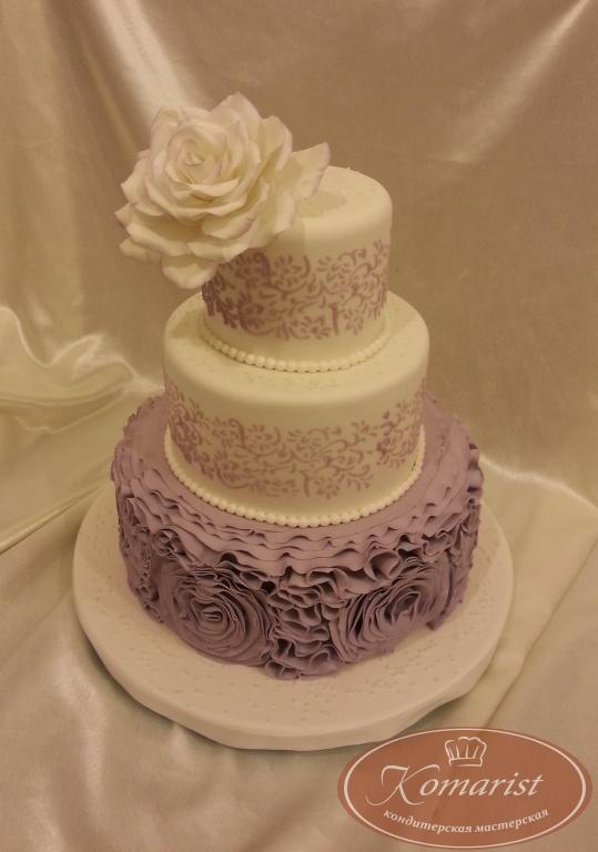 Торт свадебный с сиреневой росписью и белой розой ...